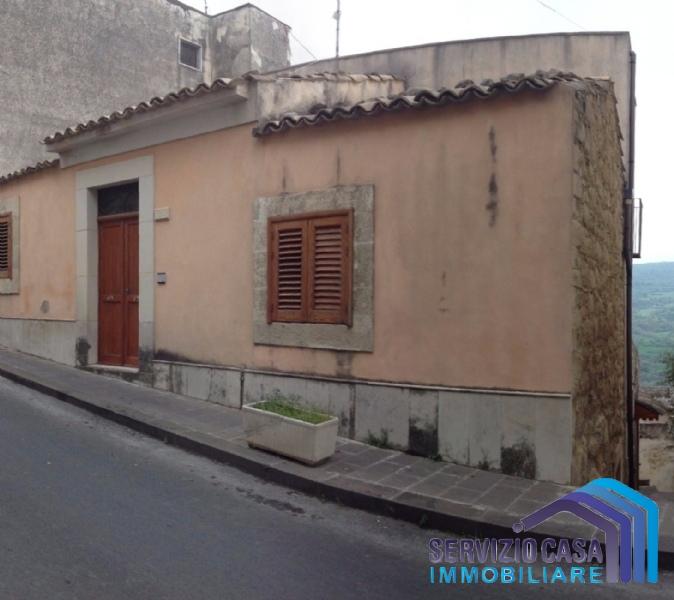 Villa vendita MONTEROSSO ALMO (RG) - 7 LOCALI - 250 MQ