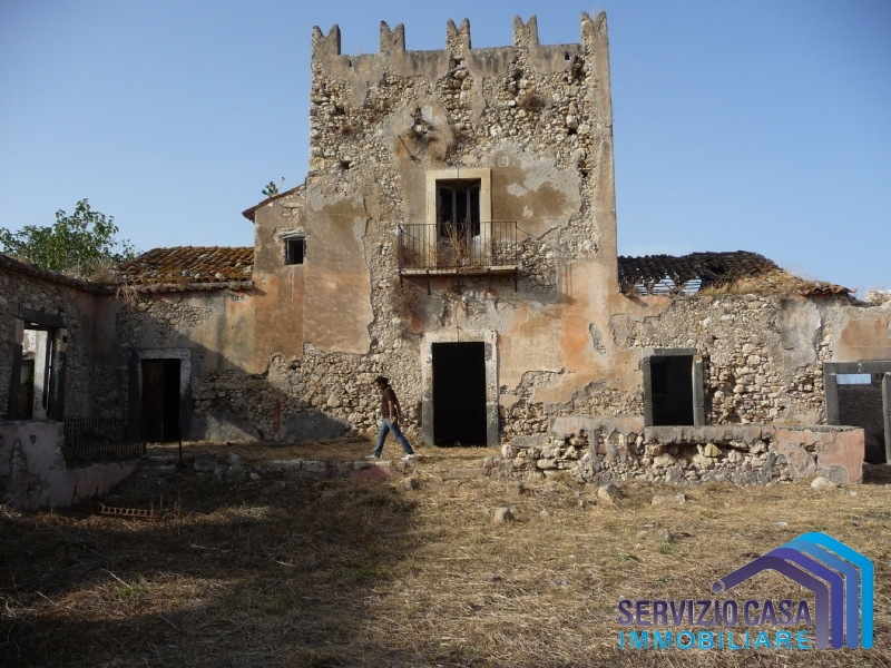 Cascina/casale vendita CARLENTINI (SR) - 99 LOCALI - 1500 MQ